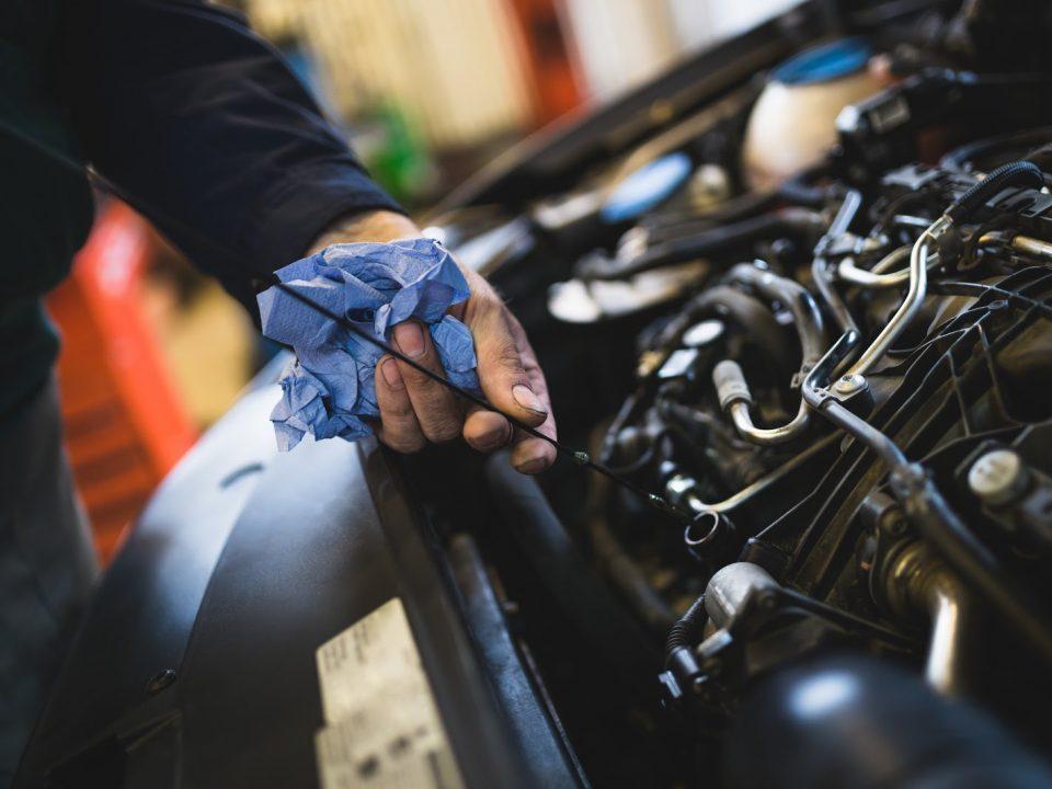Como saber quando é preciso trocar o óleo do carro?